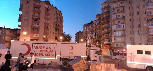 Müge Anlı İzmir'deki depremzedeler için harekete geçti işte alkış toplayan o hamle