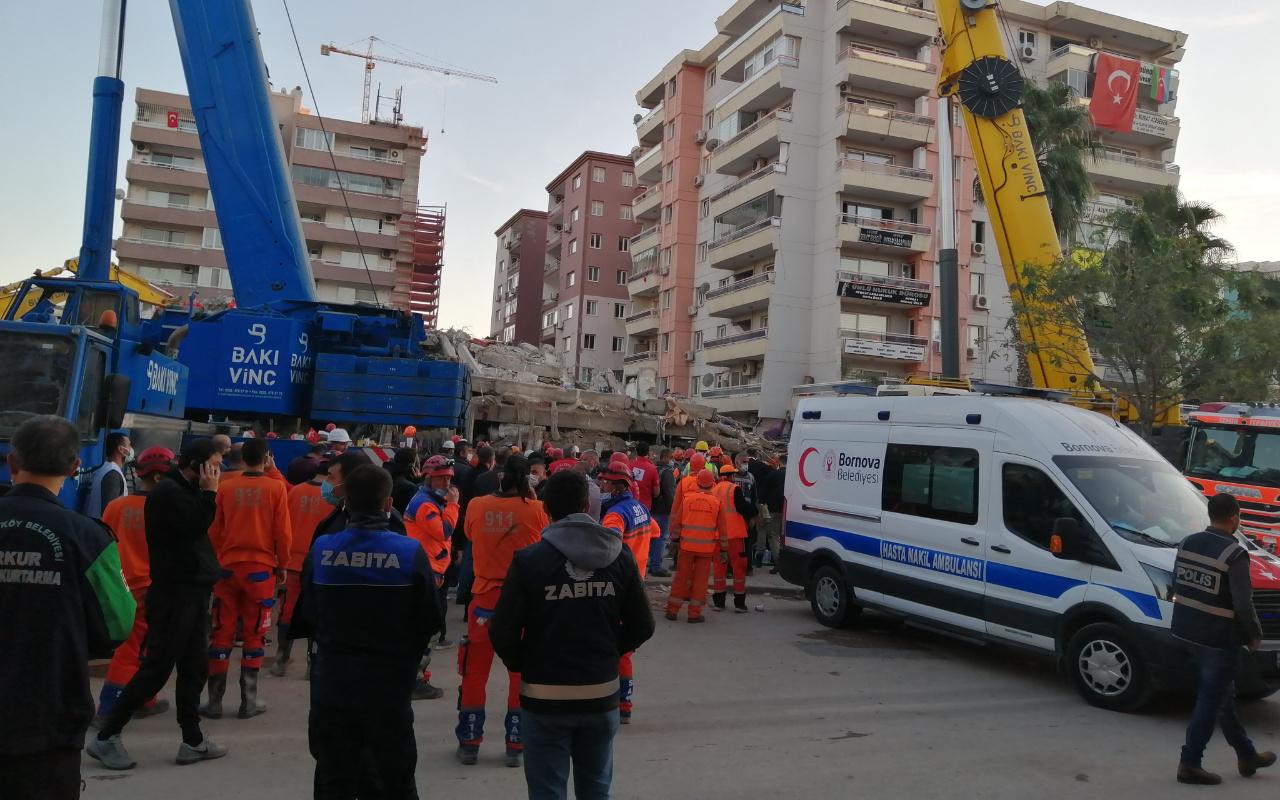 İzmir depreminde hasar alan binanın çökme riski nedeniyle çalışmalara ara verildi