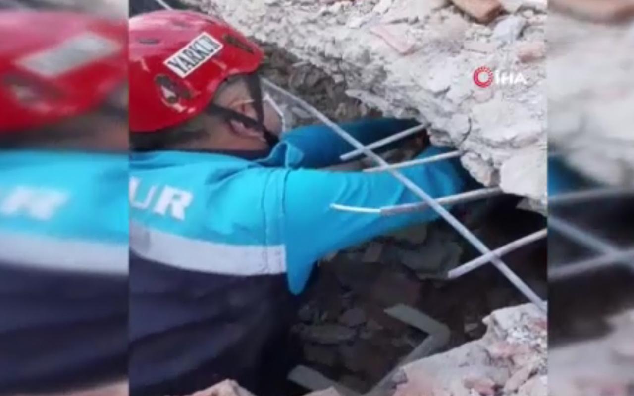İzmir'de saatler sonra mucize kurtuluş! İşte enkazdan kurtarılma anı