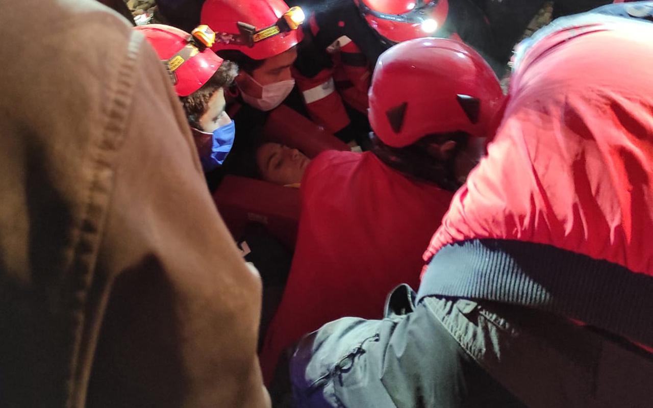 İzmir'deki depreminin 58. saatinde mucize 14 yaşındaki idil kurtuldu