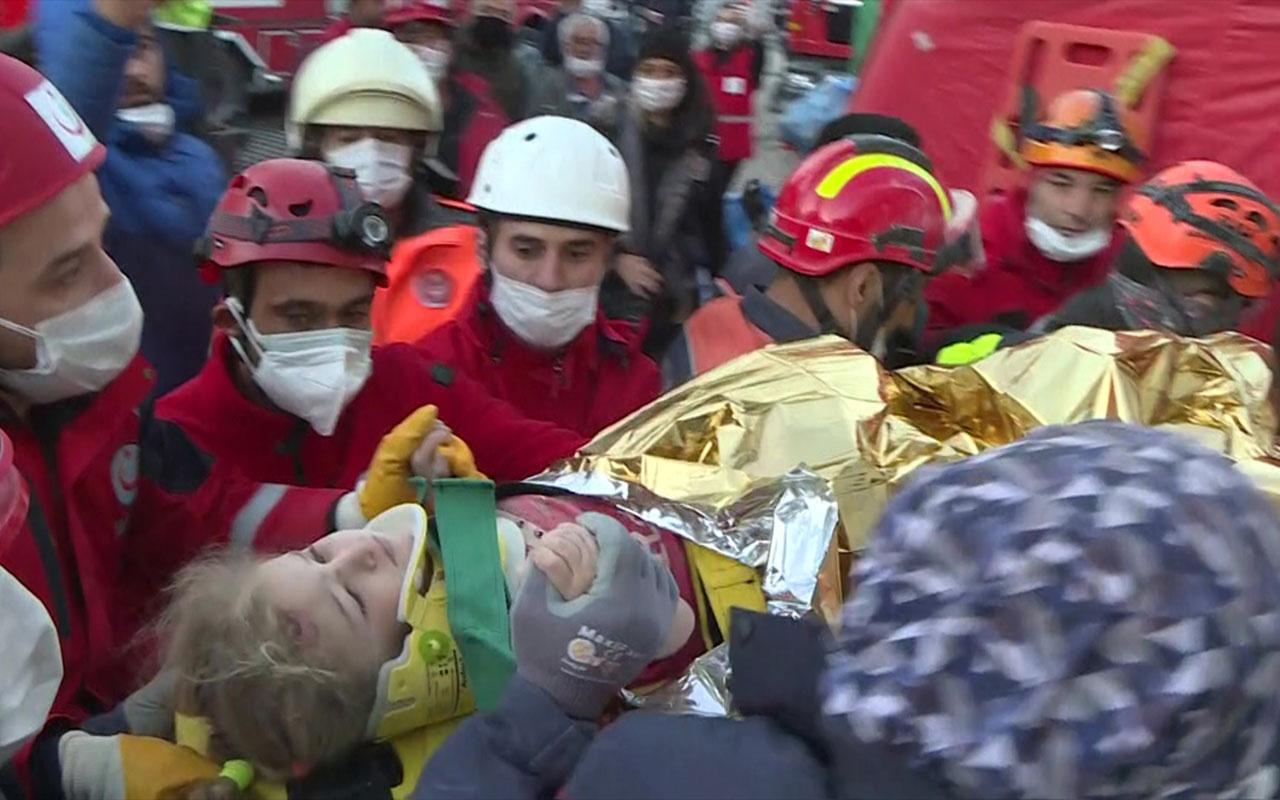 İzmir'de yaklaşık 65 saat sonra 3 yaşındaki Elif enkazdan yaralı çıkarıldı