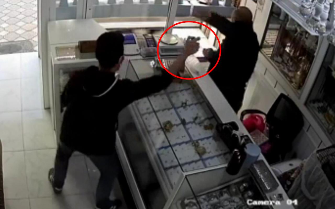 Tokat'ta kuyumcuya girip bir anda gözlerine sıktı! Hayatının şokunu yaşadı