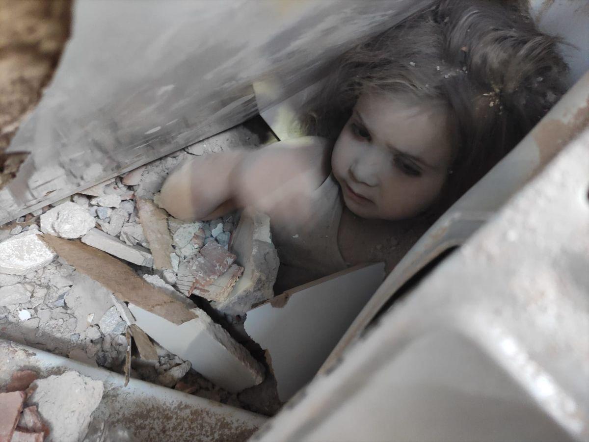 İzmir depreminden 91 saat sonra çıkarılan Ayda bebek aç ve susuz nasıl hayatta kaldı