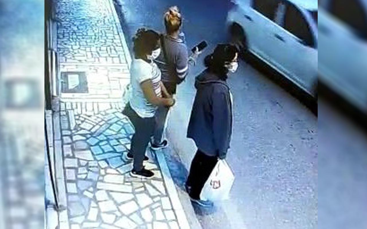 Bursa'da durakta bekleyen kıza hırsızlık şoku! Organize bir şekilde soydular