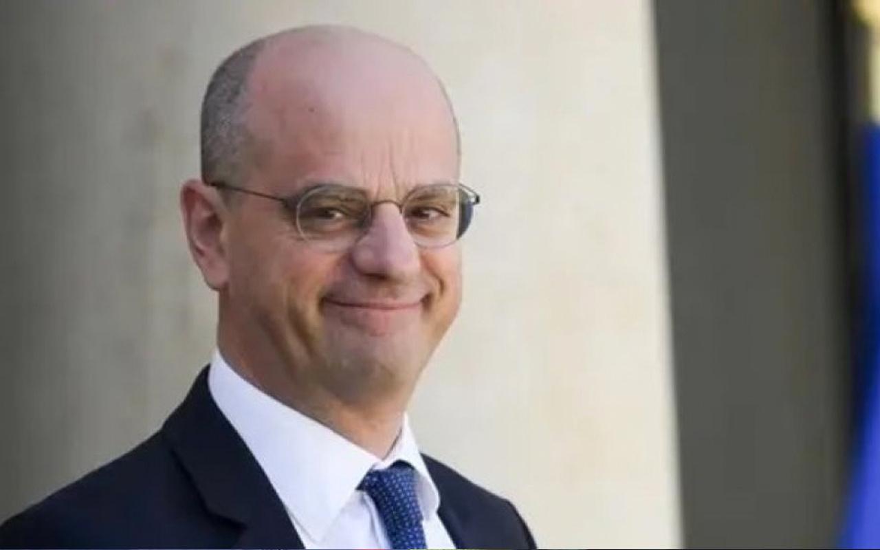 Fransa Eğitim Bakanı Blanquer, kendi çizimleri bulunan yayını sansürledi