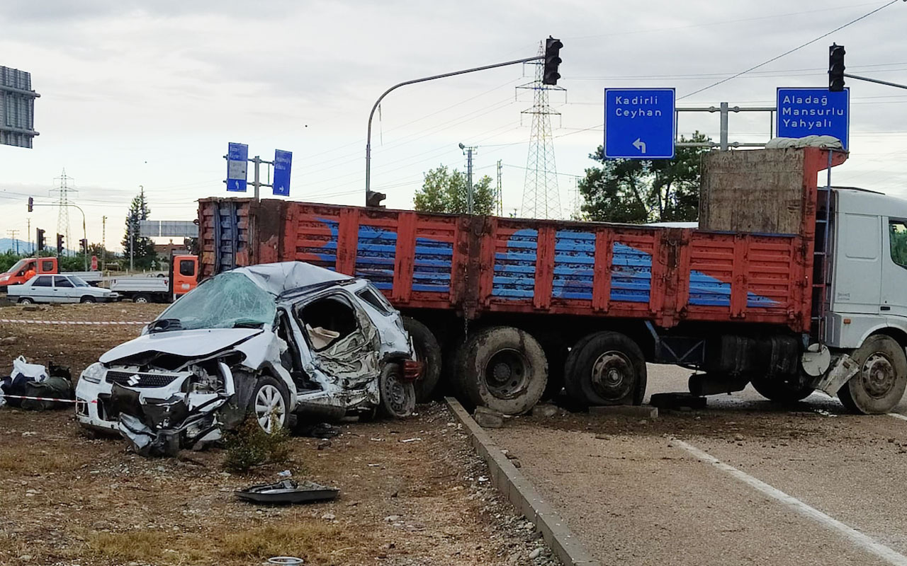 Adana'da kamyon ile otomobil çarpıştı: 1 ölü, 2 yaralı
