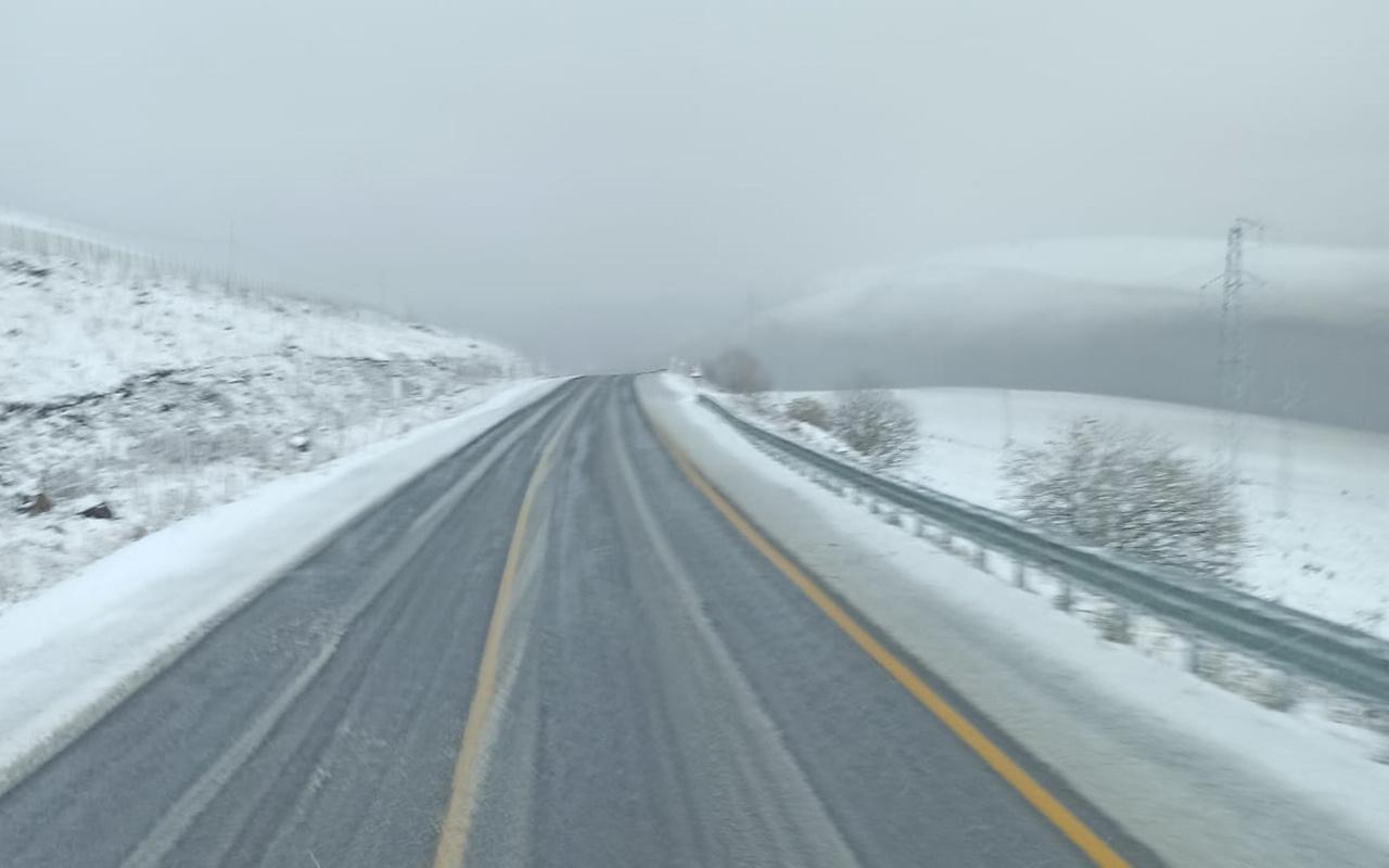 Ardahan'ın yüksek kesimlerine kar yağdı
