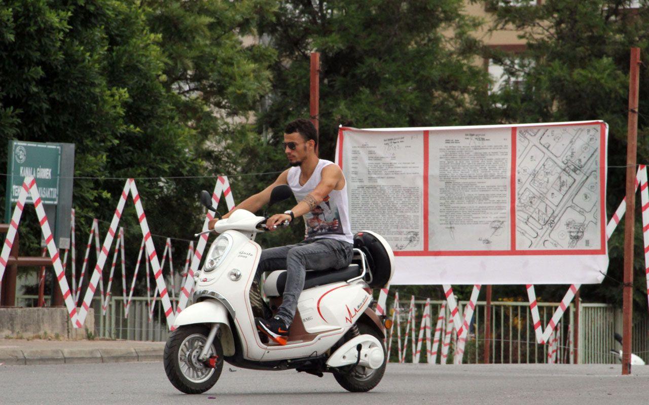 Antalya'da iki yıldır mahalleyi canından bezdirdi! Yolu tel örgülerle kapattı