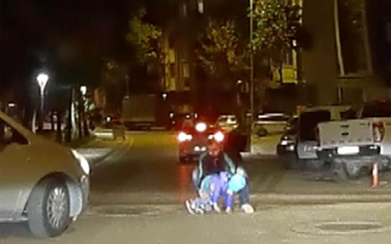Çocuk hareket halindeki arabadan düştü! Aile sonradan farketti işte o anlar