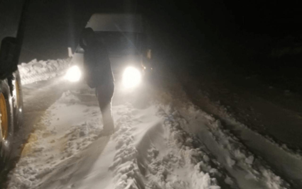 Bayburt'ta etkili kar yağdı bir kişi mahsur kaldı