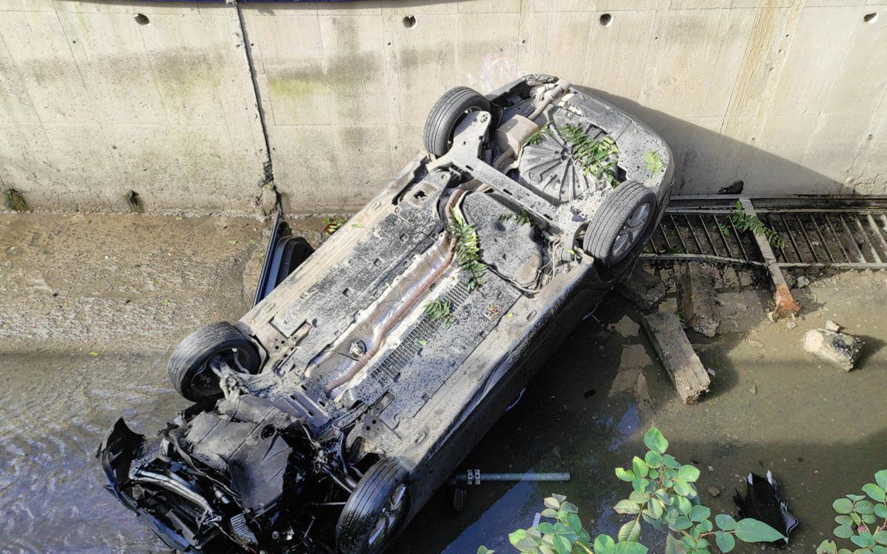 Bağcılar'da dereye yuvarlanan otomobilin sürücüsü yaralandı