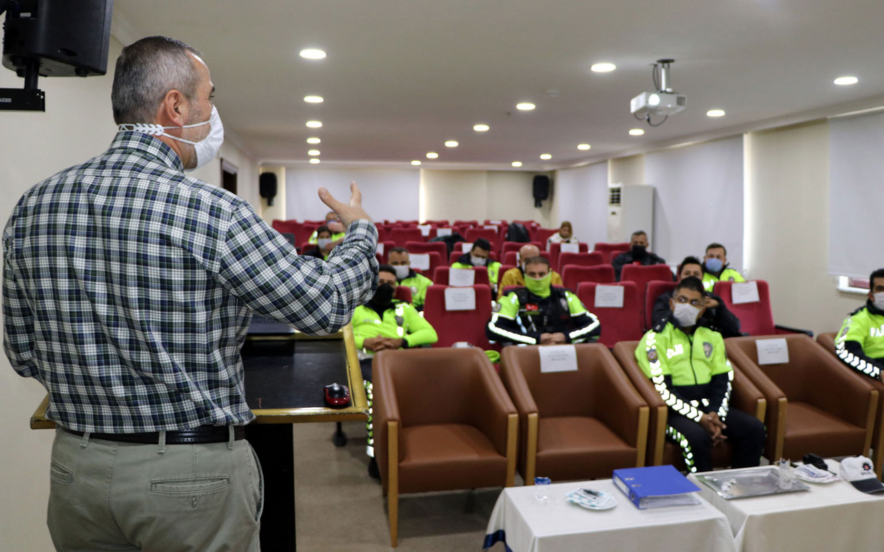 Van'da polislere halkla ilişkiler eğitimi