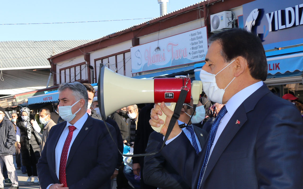 Bolu Valisi Ahmet Ümit halk pazarında megafonla koronavirüs uyarısı yaptı