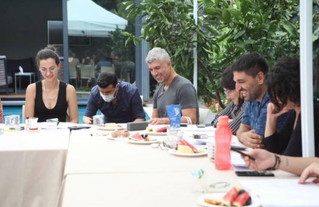Star TV'nin yeni dizisi 'Seni Çok Bekledim' setinden ilk kare Özcan Deniz'den geldi