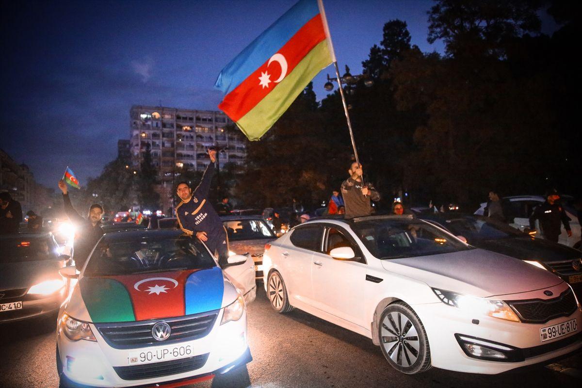 Azerbaycan'da zafer coşkusu! Dağlık Karabağ'da varılan zafer Azerbaycanlıları sokağa döktü