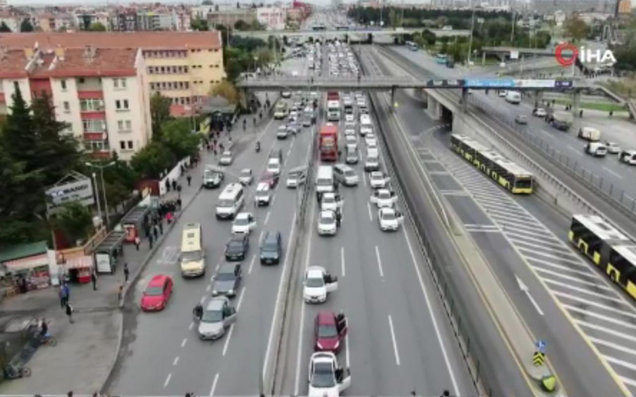 Atatürk'e saygı için İstanbul'da trafik durdu! Herkes aracından indi