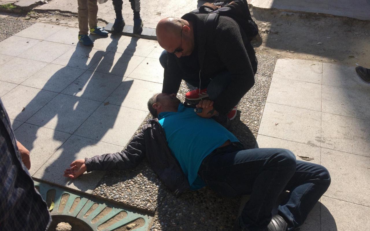 Manisa'da aniden yere yığılan alkollü vatandaş, koronavirüs paniğine neden oldu