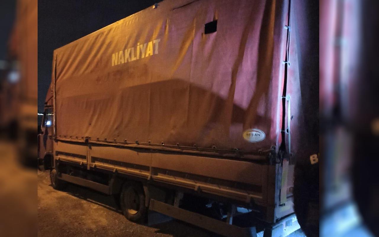 Kocaeli'de kamyonet kasasında 61 kaçak göçmen böyle görüntülendi