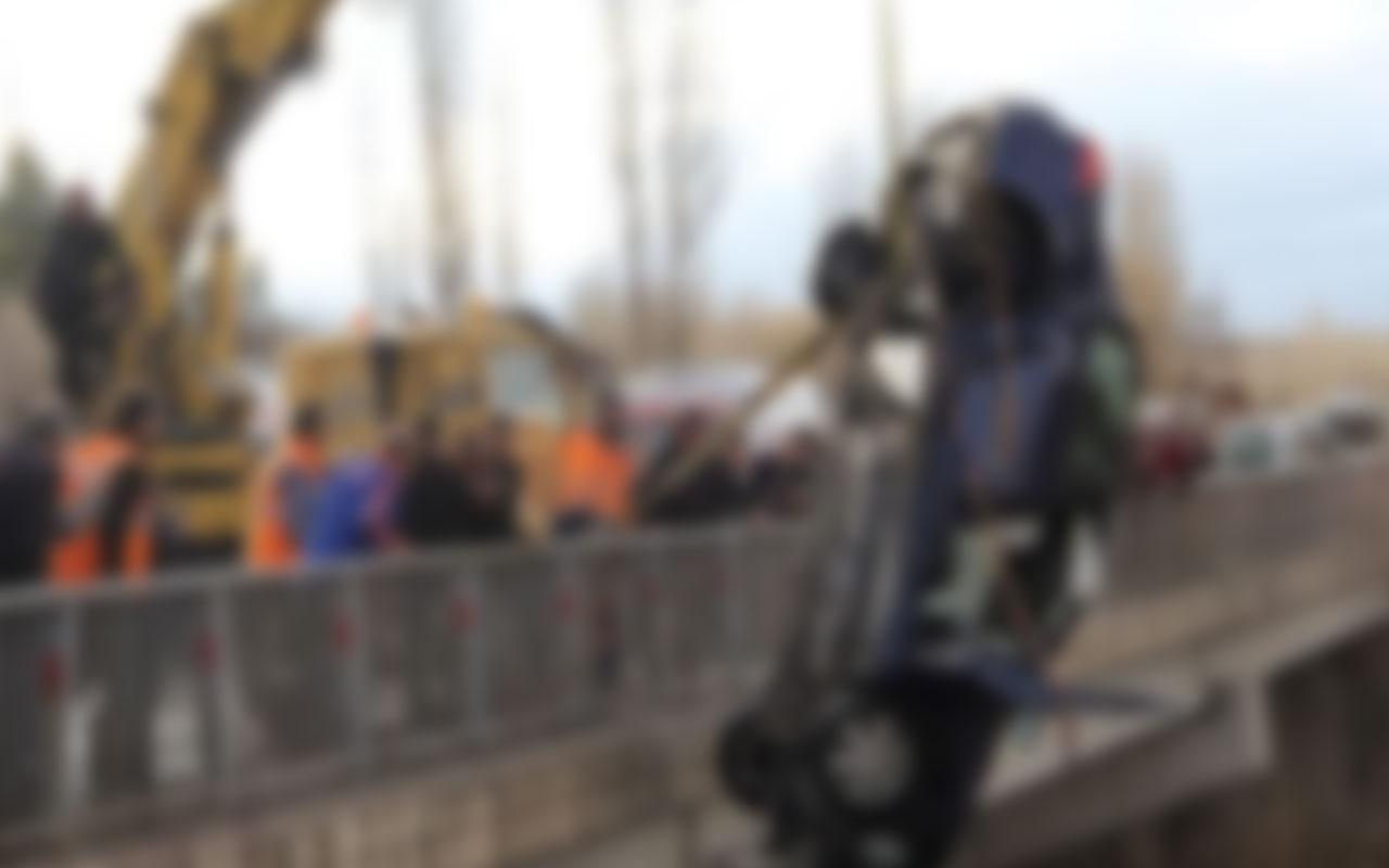 Sivas'ta otomobil köprüden uçtu: 1 kişi hayatını kaybetti yaralılar var