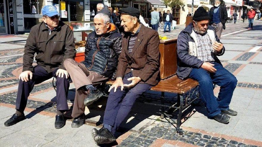 22 şehirde 65 yaş üstüne sokağa çıkma yasağı geldi! İstanbul ve Ankara da var
