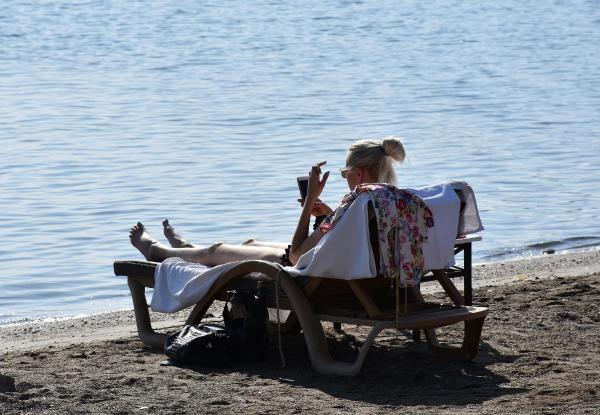 Muğla'da koronavirüse aldırış etmediler! Plajlara akın ettiler