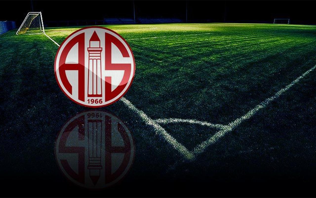 Antalyaspor'da üç futbolcu ile bir personelin koronavirüs testi pozitif çıktı