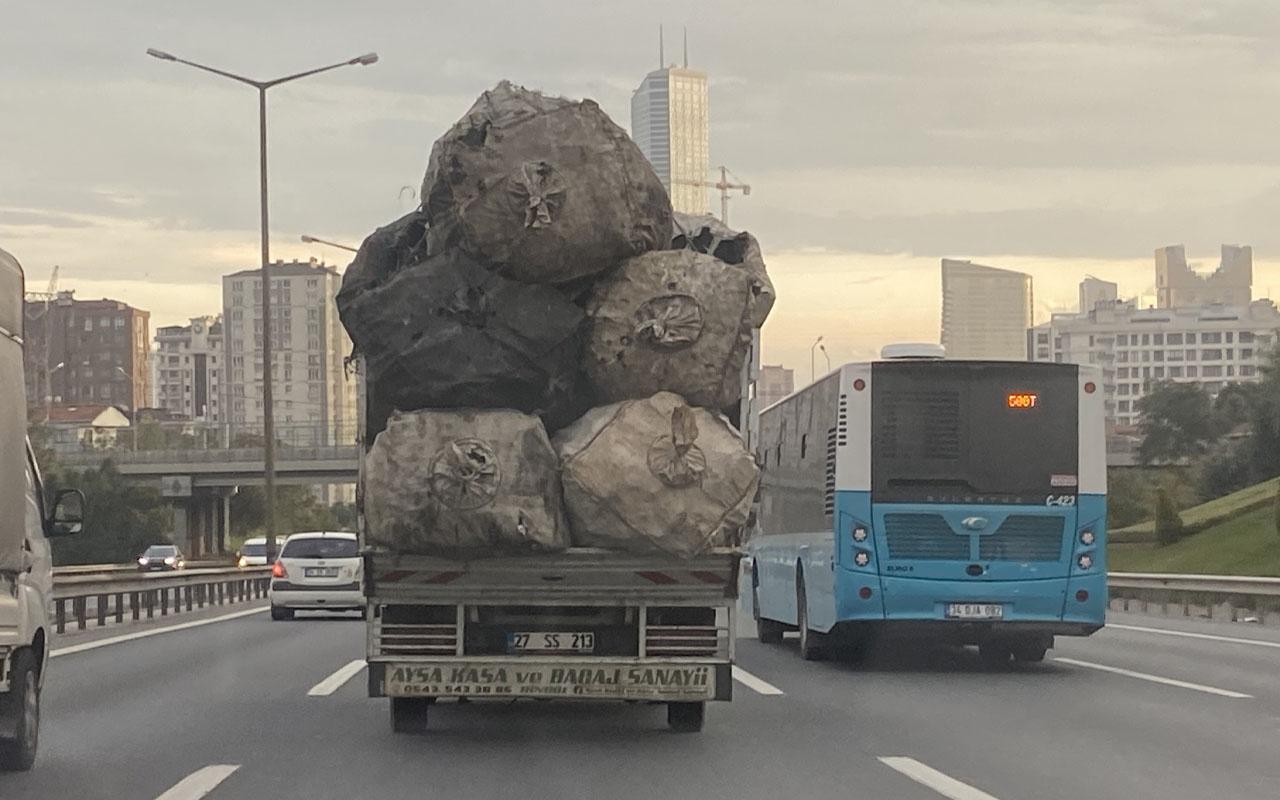 İstanbul'da TEM otoyolunda tehlike saçtı! Trafikte yaptıkları pes dedirtti