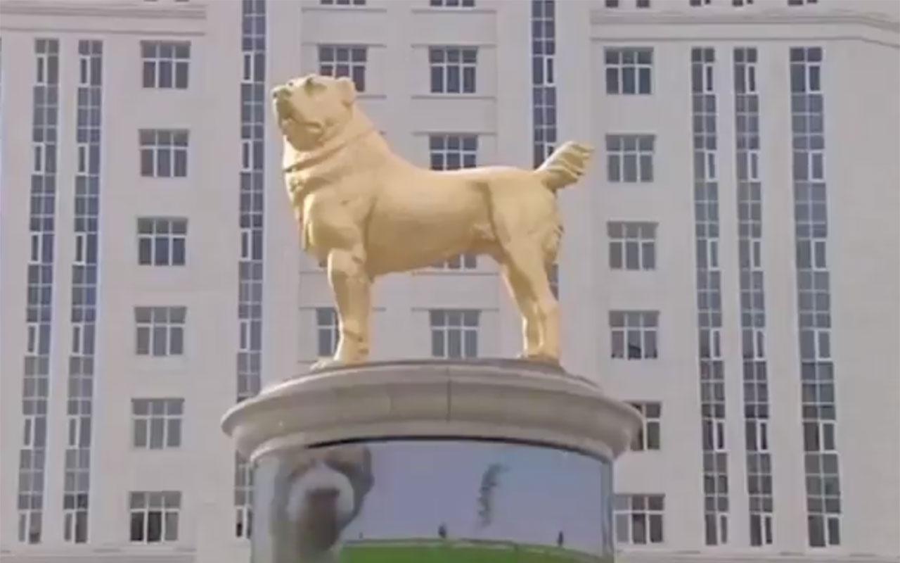 Türkmenistan Devlet Başkanı Gurbangulu Berdimuhammedov köpeğinin heykelini diktirdi