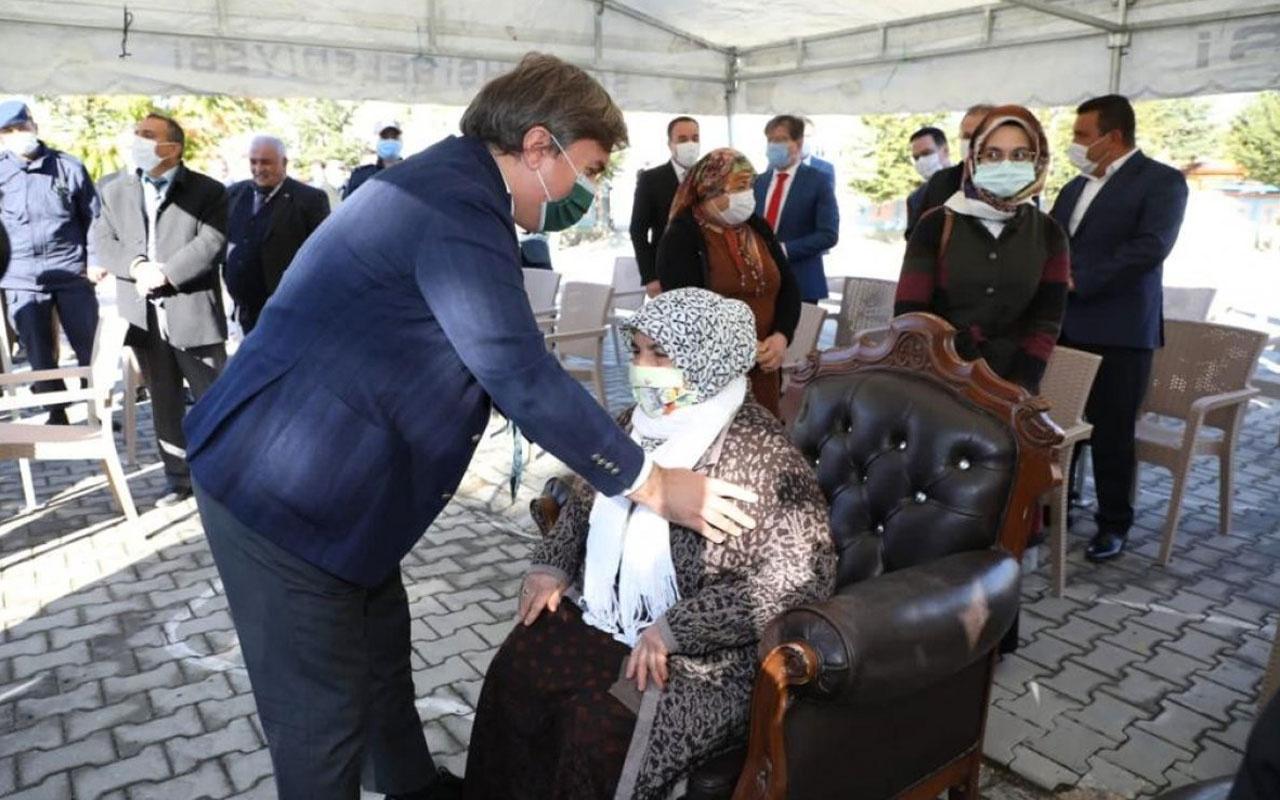 Aksaray Valisi Aydoğdu'dan takdir toplayan davranış! Kadınlara protokolde yer açtı