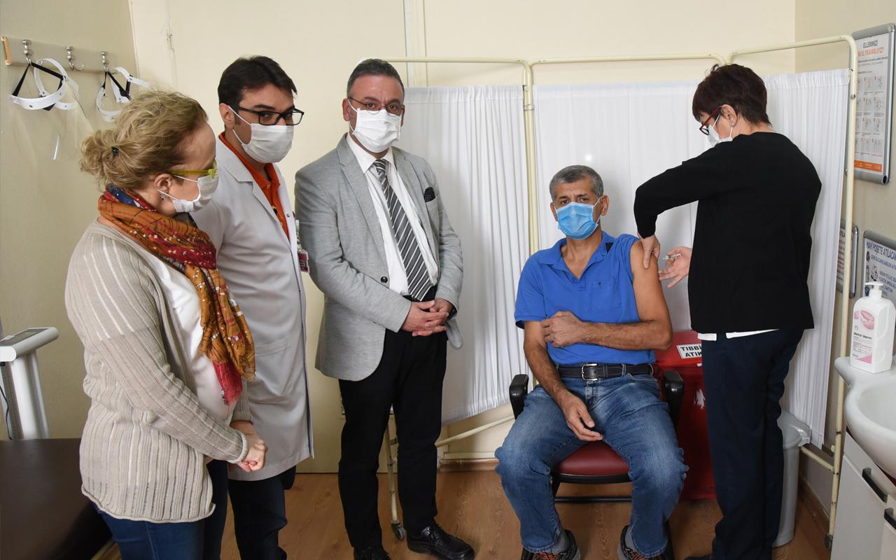 'CoronaVac' isimli koronavirüs aşısı Adana'da uygulanmaya başladı