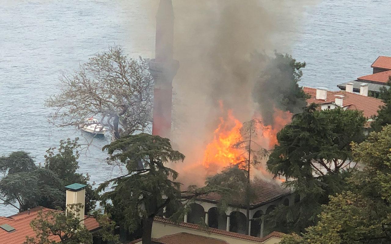 Üsküdar'daki tarihi Vaniköy Camisi'nde yangın çıktı