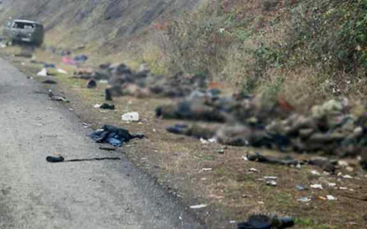 Ermenistan askerlerinin cesetlerini bırakarak gidiyor