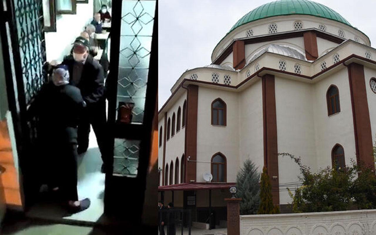 Eskişehir'de 'cami benim' diyen kadın erkek bölümünde namaz kılıyor cemaati kaçırdı