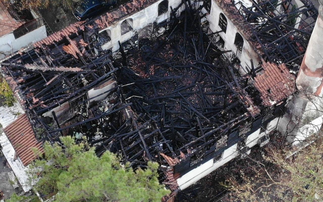 Dün alev alev yandı! Vaniköy Camii'nin son hali havadan görüntülendi