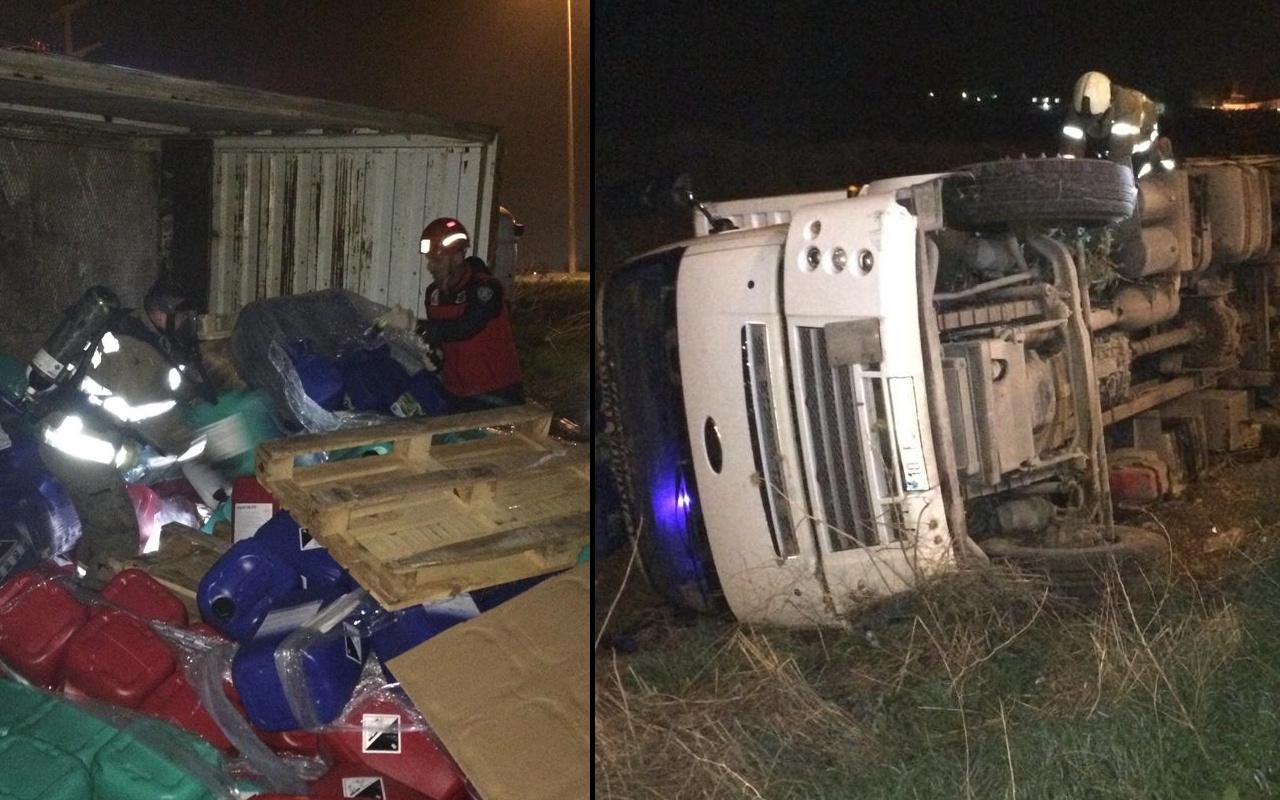 Balıkesir'de kimyasal madde yüklü kamyon devrildi! Güvenlik önlemi alındı