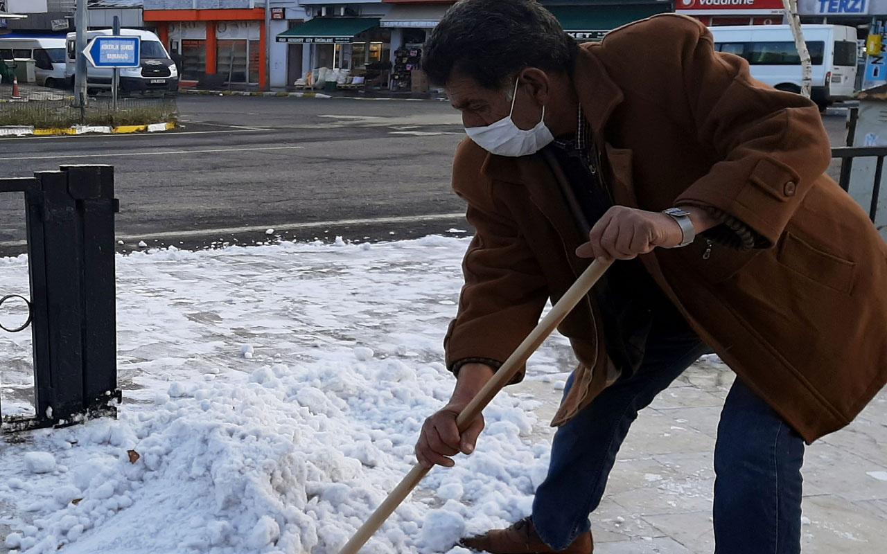 Gören şaştı kaldı! Ardahan'a mevsimin ilk karı yağdı