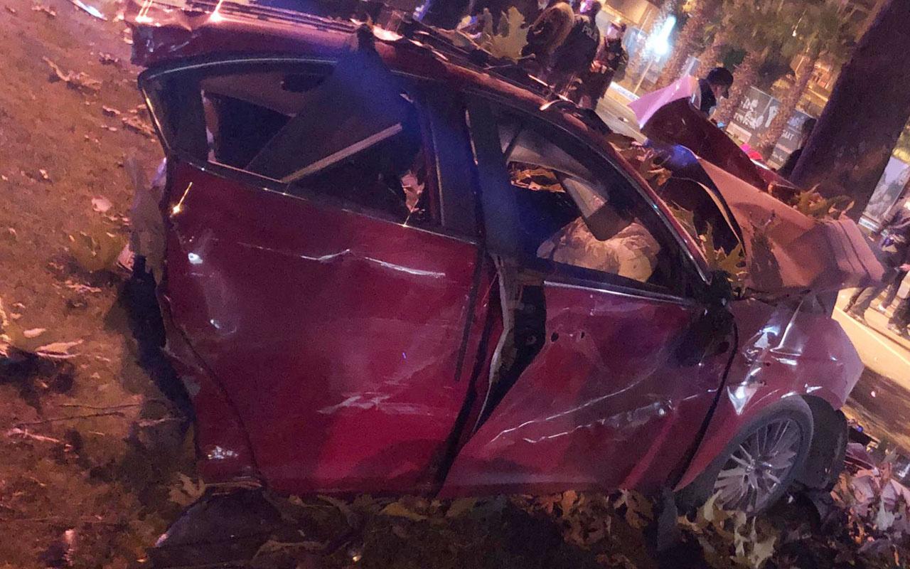 Kazada ikiye bölünen otomobilin sürücüsü ağır yaralandı