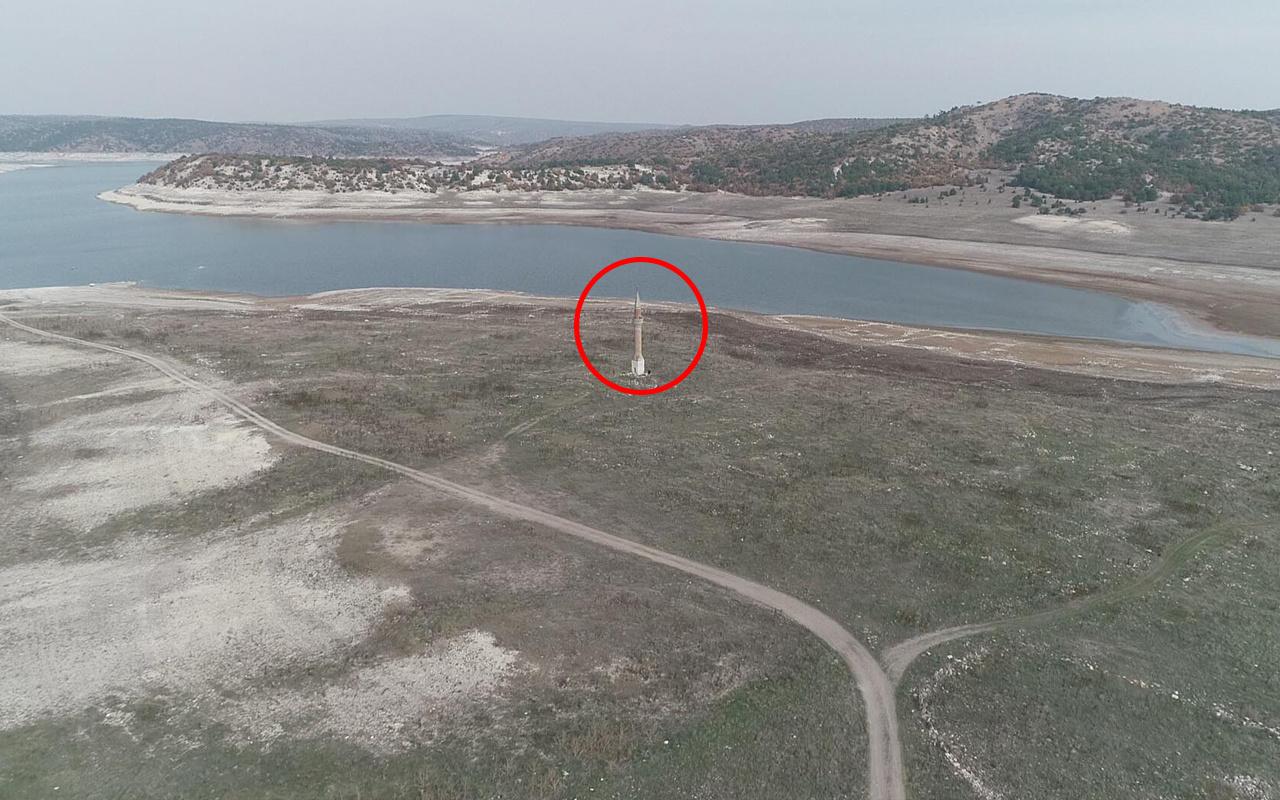 Eskişehir'de barajda sular çekildi! Ortaya çıkanlar görenleri şaşırttı