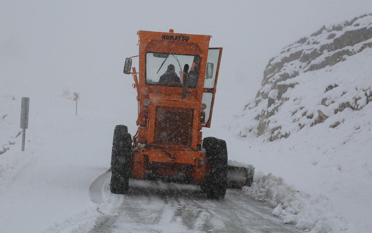Tunceli'ye mevsimin ilk karı düştü! 31 köy yolu kapandı