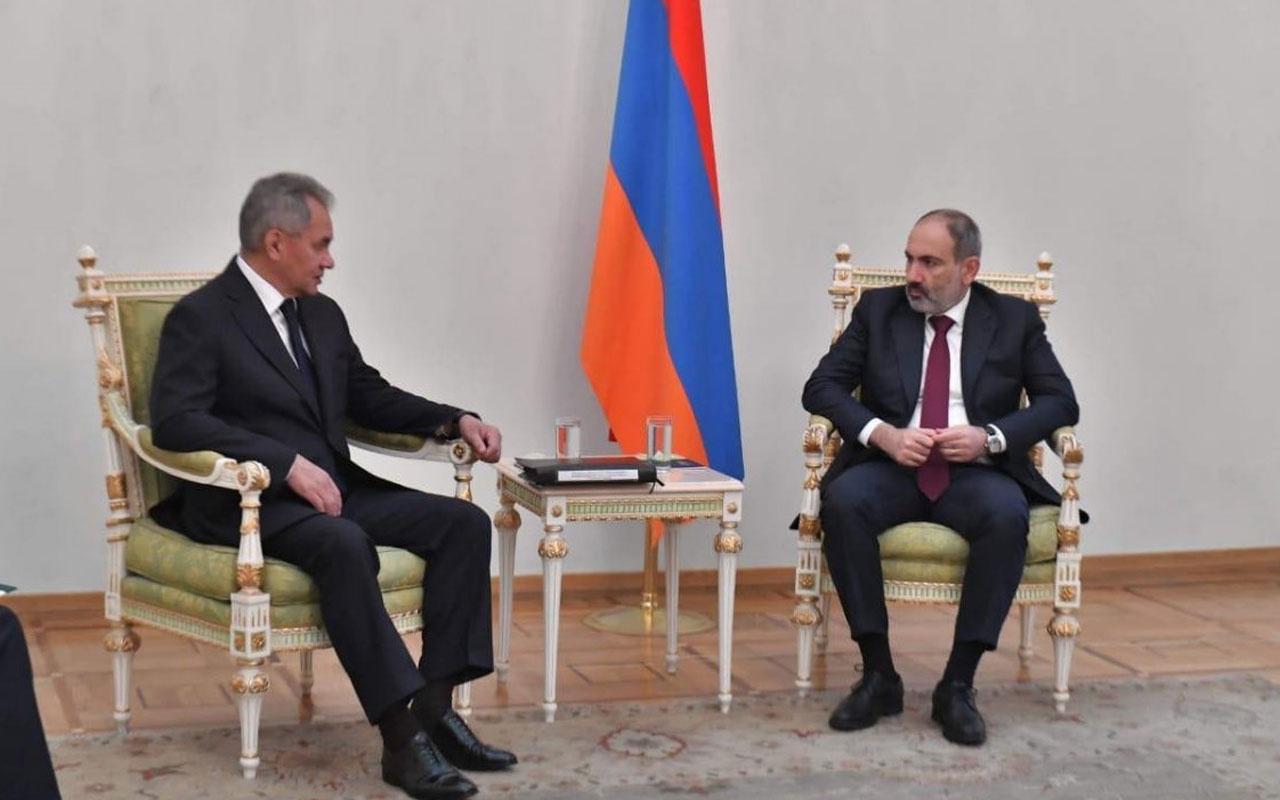 Rusya-Ermenistan görüşmesinde bayrak krizi çıktı