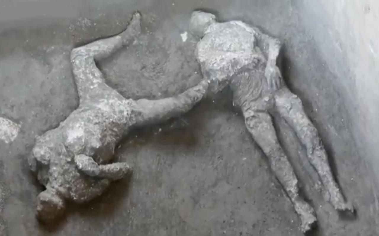 Bin 950 yıl önce yanardağ küllerinde yanmış iki insan cesedi bulundu! Köle ve efendisi