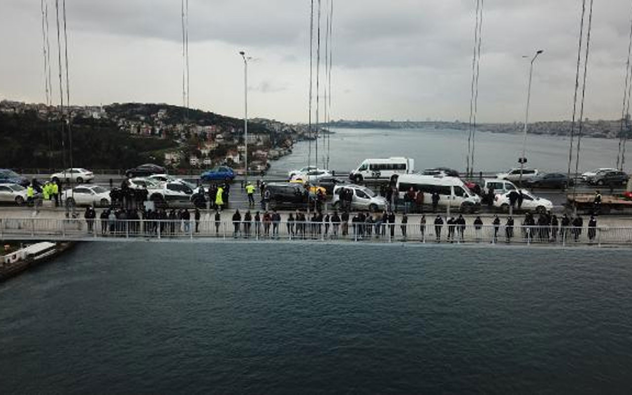 İşten çıkarılmalarına tepki gösteren grup 15 Temmuz Şehitler Köprüsü'nde eylem yaptı