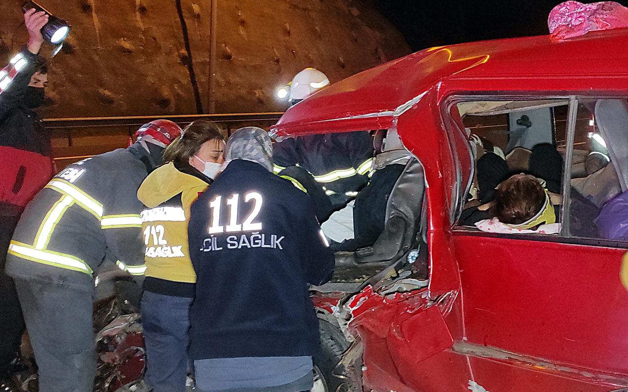Düzce'deki kazada eşyaların altında kalan 2 çocuk ağlayınca fark edildi: 7 yaralı