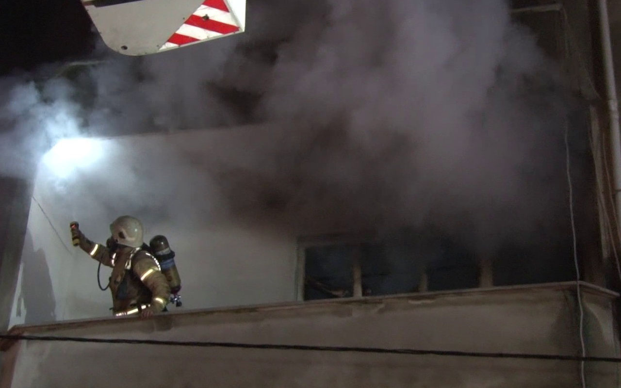 Ümraniye'de 4 katlı binada yangın: 8 kişi yaralandı