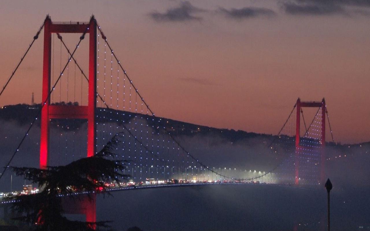 İstanbul Boğazı'nda sis şöleni! 15 Temmuz Şehitler Köprüsü kayboldu vapur seferleri iptal