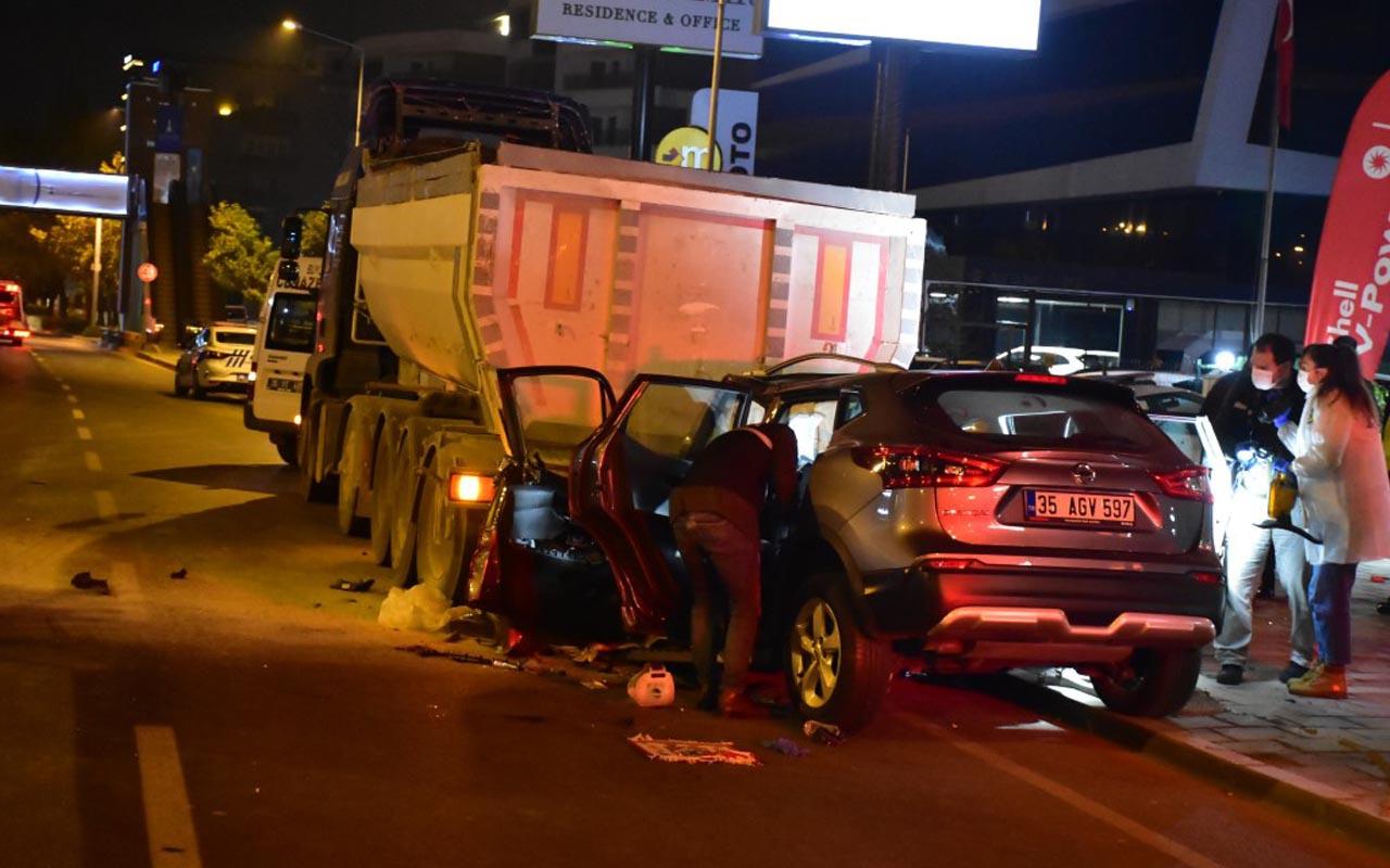 İzmir'de park halindeki kamyona aracıyla çarpan polis memuru öldü