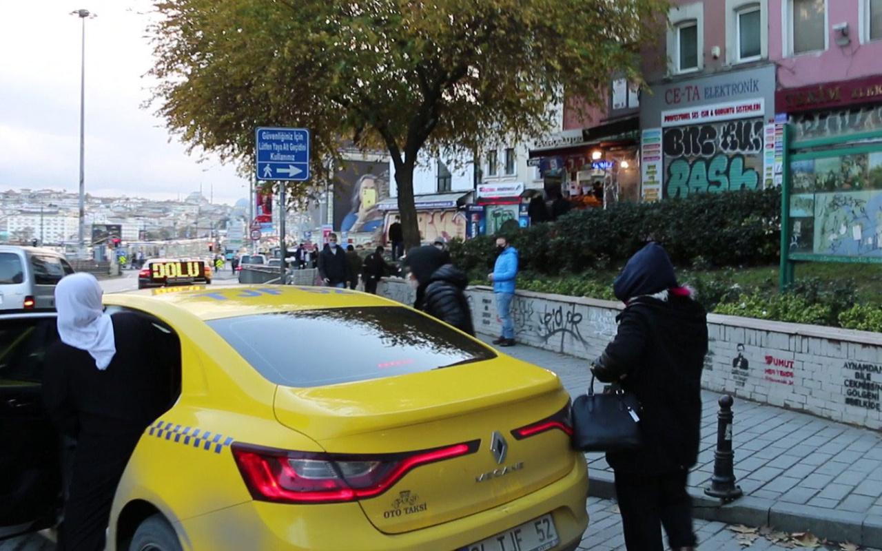 İstanbul'da dilenci dehşeti! Yolda kaldık diye dilenirken gazeteciye saldırıp taksi ile kaçtılar