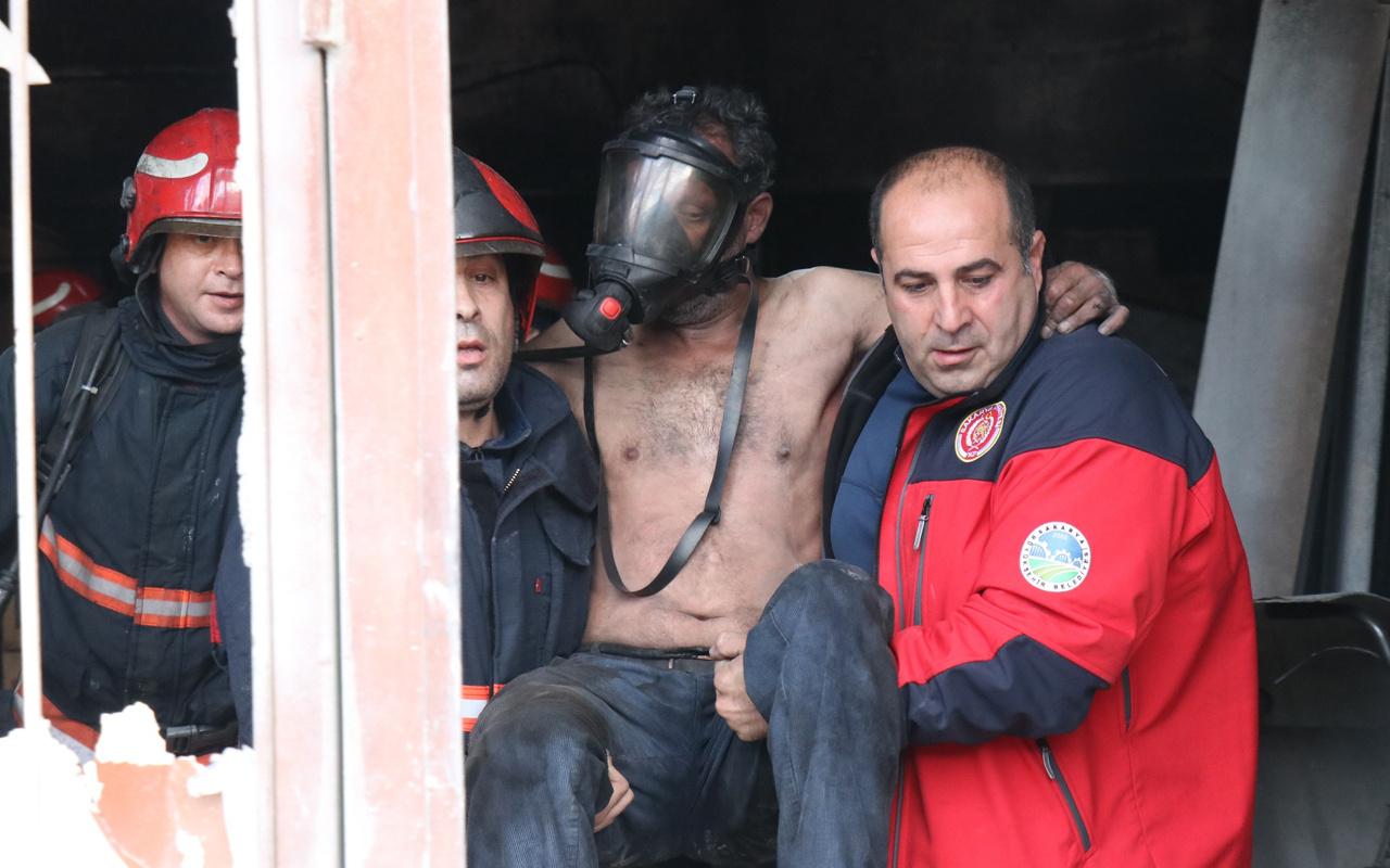 Sakarya'daki dükkanda yangın çıktı! Tuvalete sığınan işçiyi itfaiye kurtardı