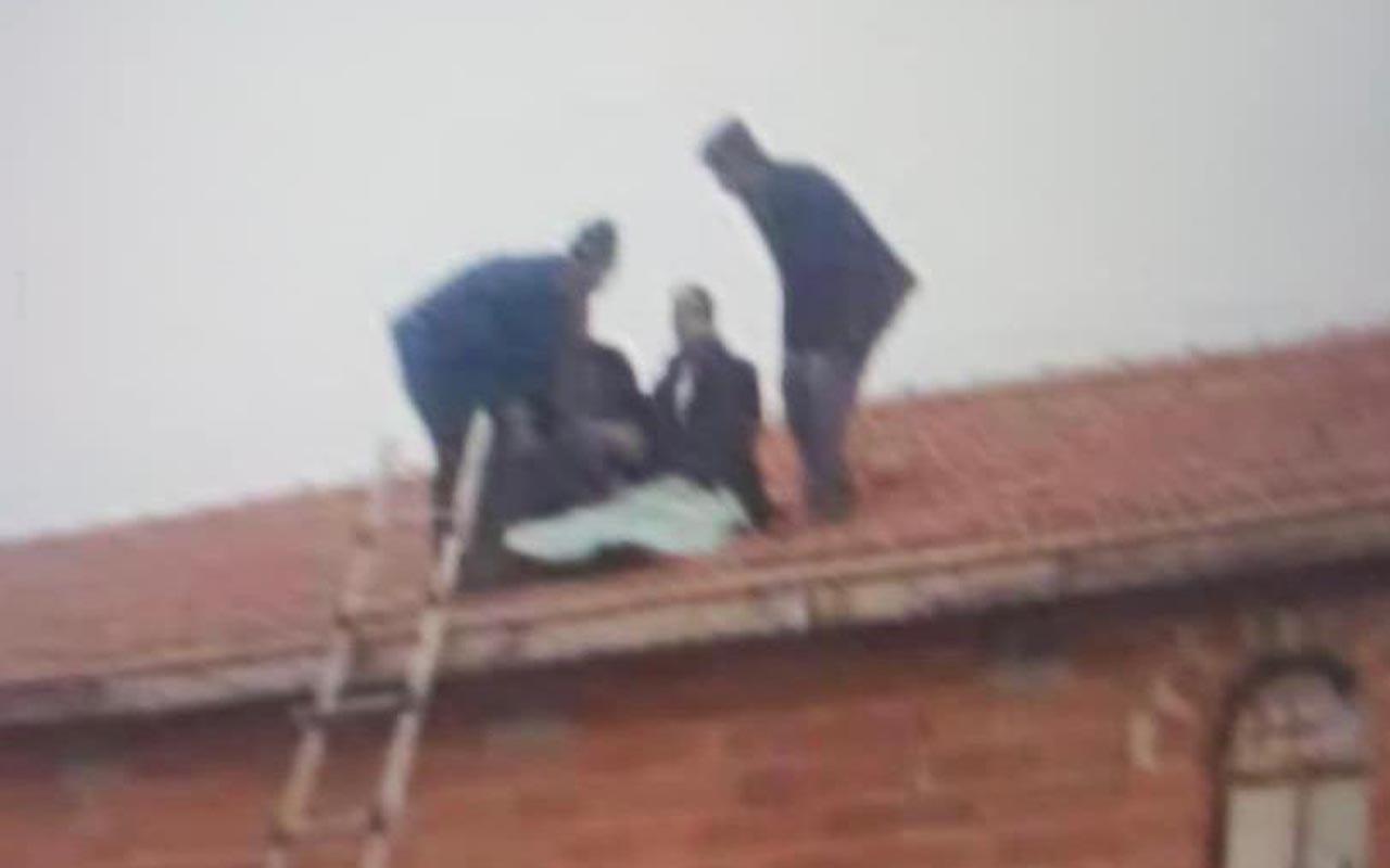 Konya'da akılalmaz kaza: Takla atan araçtaki sürücü evin çatısına uçtu