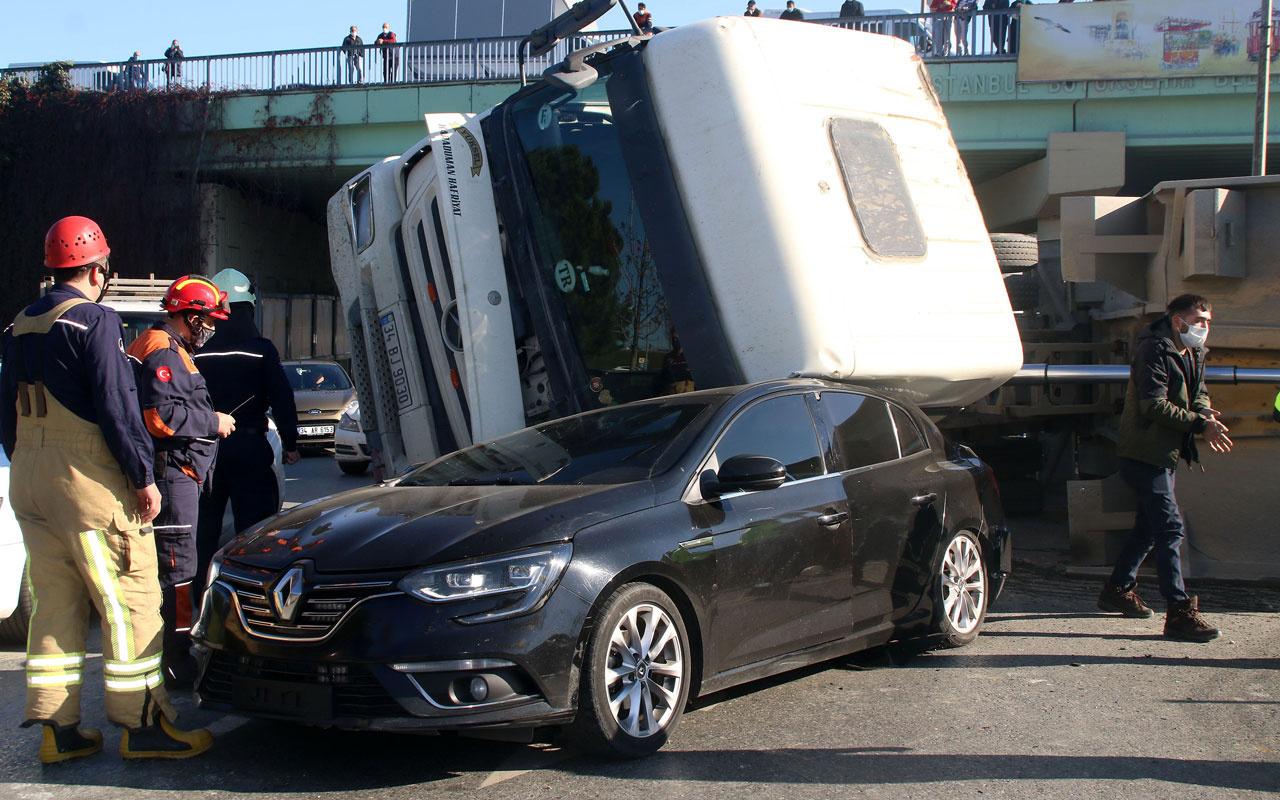 Şişli'de mucize kurtuluş otomobilinin üzerine hafriyat kamyonu devrildi